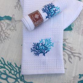 """Torchon à main brodé, nid d'abeille """"Corail"""" blanc et bleu"""