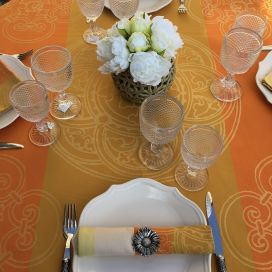 "Rectangular Jacquard polyester tablecloth ""Barcelone"" golden from ""Sud Etoffe"""