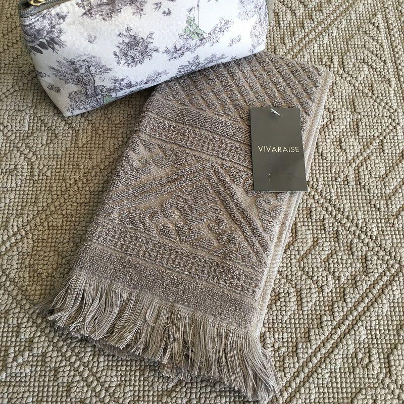 """Bath towels  La Vivaraise """"Zoé"""" pale grey"""