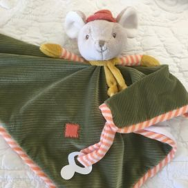 "Barbara Bukowski - Mouse ""Henry baby rug"" baby rug and dummy clipd"