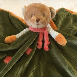 "Peluches Bukowski - Doudou et porte tétine ourson ""Mavy baby rug"" vert"