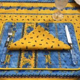 "Set de table en coton matelassé ""Tradition"" bleu et jaune ""Marat d'Avignon"""