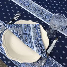 """Chemin de table en coton matelassé """"Bastide"""" bleu et blanc, Marat d'Avignon"""