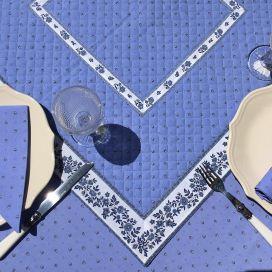 """Tapis de table en coton matelassé """"Calissons"""" bleu lavande et écru"""