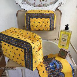 """Trousse de toilette en coton matelassé """"Tradition"""" jaune et bleu"""