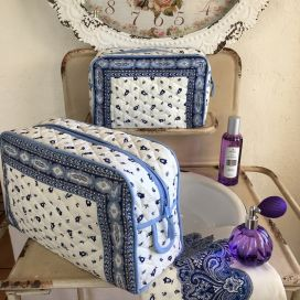 """Quilted coton toiletry bag """"Tradition"""" blanc et bleu"""
