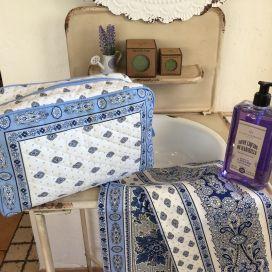 """Quilted coton toiletry bag """"Bastide"""" blanc et bleu"""
