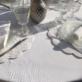 "Roud jacquard damask tablecloth ""Croisillons"" white"