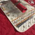 "Nappe rectangulaire jacquard Delft rouge, bordée ""Moustiers"" rose"