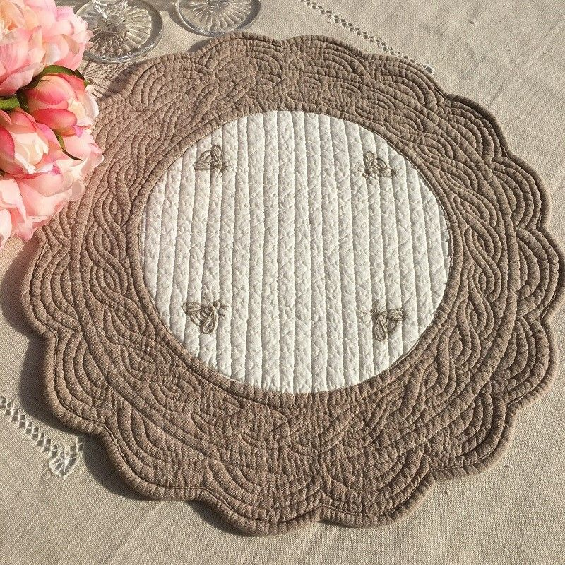"""Round table mats, Boutis fashion """"Maya"""" Off-white and linen color"""