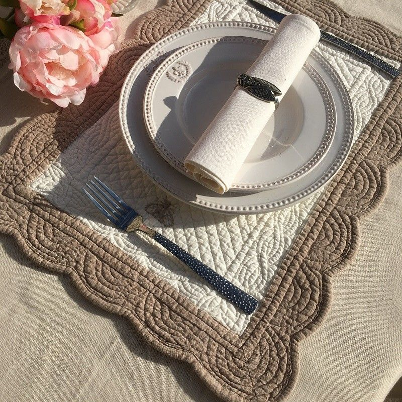 """Rectangular table mats, Boutis fashion """"Maya"""" Off-white and linen color"""