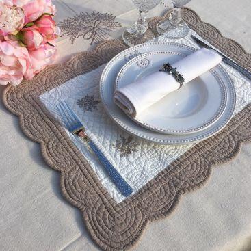 """Set de table rectangulaire en Boutis """"Lavande"""" écru et lin, Sud-Etoffe"""