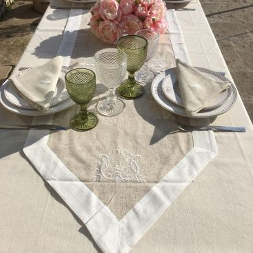 "Linen and polyester  table runner""Coeurs brodés"" linen and white bordure"