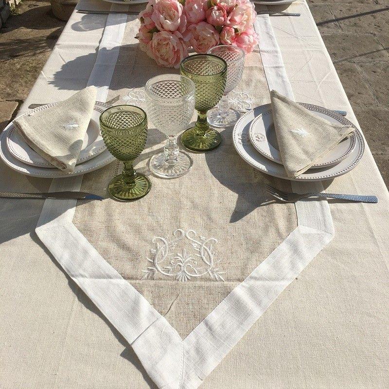 "Chemin de table lin et polyester ""Coeurs brodés"" lin bordure blanche"