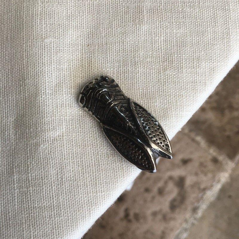 Silvery metal tablecloth pliers  Cicada  SUD ETOFFE