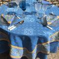 """Nappe damassée Delft bleue, bordée """"Clos des Oliviers"""" bleu"""