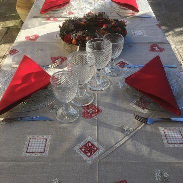 """Nappe rectangulaire en coton """"Auron"""" bordure rouge"""