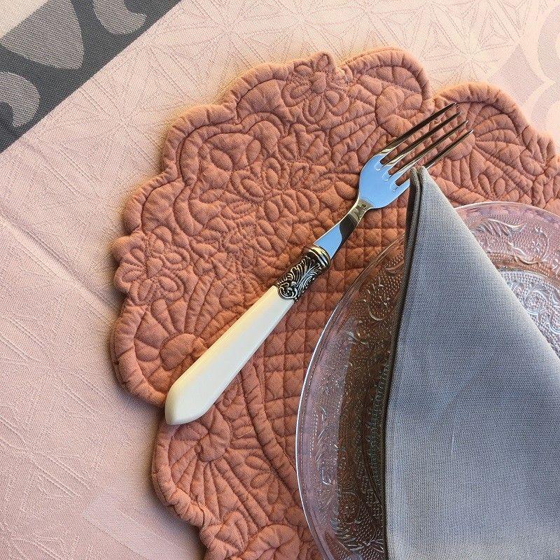 """BLANC MARICLO, set de table ovale en Boutis Vieux rose """"Lindsay"""""""
