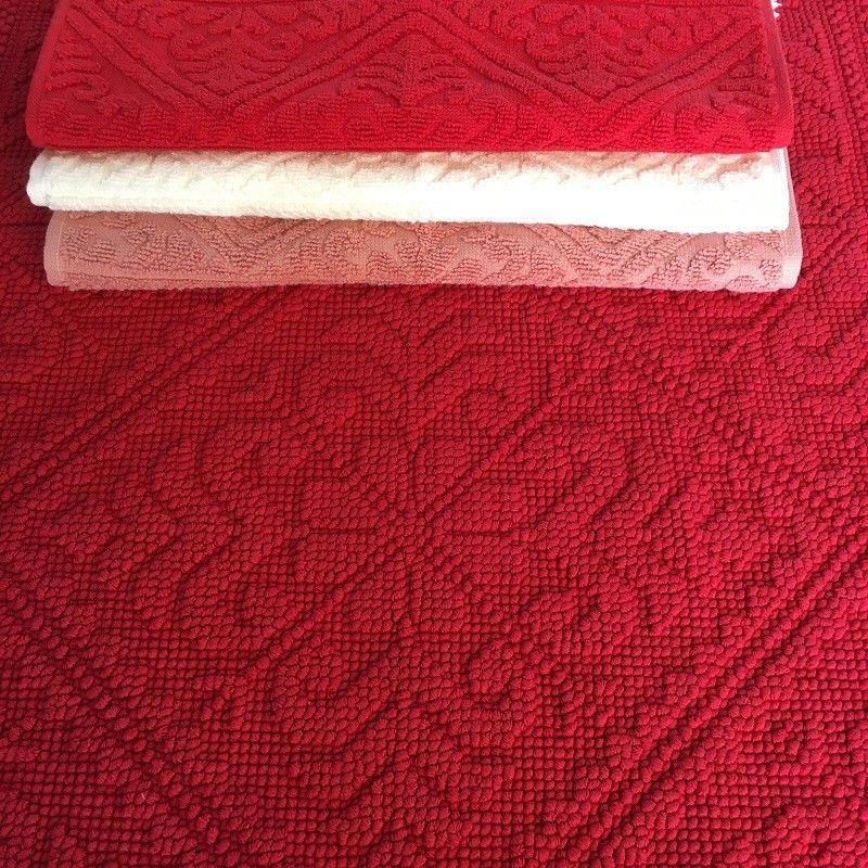 tapis de bain la vivaraise enzo rouge cerise laboutiquedelea. Black Bedroom Furniture Sets. Home Design Ideas