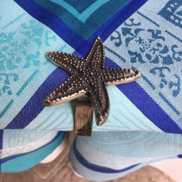 Silvery metal tablecloth pliers Starfish SUD ETOFFE