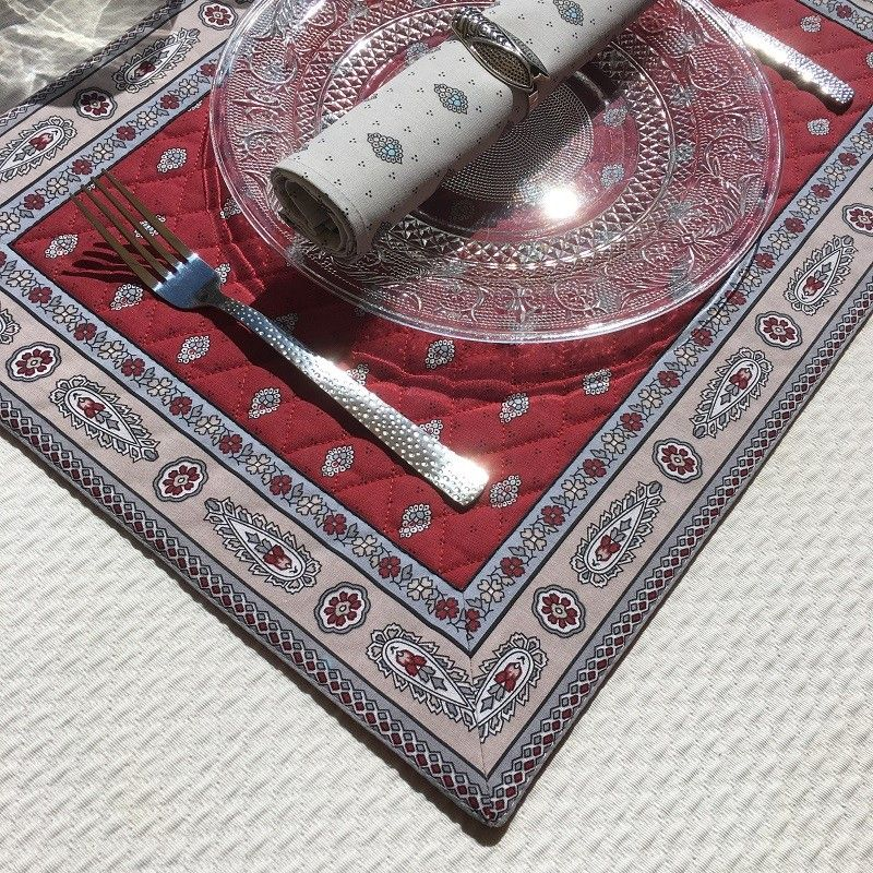 """Bordered quilted placemats """"Bastide"""" Red, by Marat d'Avignon"""