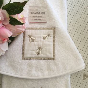 """Guillaume d'Aix, embrodery round hand towel """"Abeilles"""""""