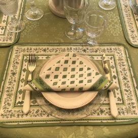 "Set de table damassé Delft vert, bordure ""Mirabeau"" vert"