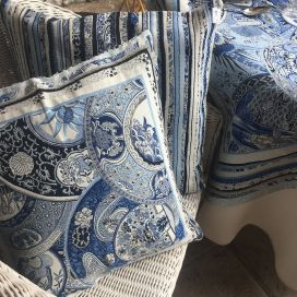 "Provence Jacquard cushion cover, ""Sensha"" blue and offwhite from Tissus Toselli in Nice"