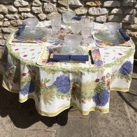 "Round coated cotton tablecloth ""Roses and Lavenders"" by TISSUS TOSELLI"