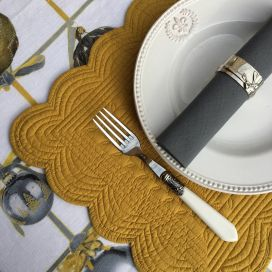 "Rectangular table mats, Boutis fashion ""mustard"" color by Côté-Table"