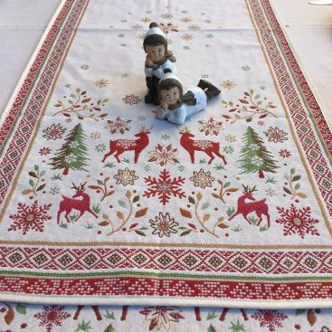 """Jacquard table runner  """"Vallée"""" red and green Tissus Tosseli"""