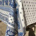 """Nappe provençale rectangulaire en coton """"Bastide"""" Blanche et bleue """"Marat d'Avignon"""""""