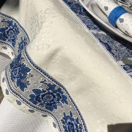 """Nappe damassée Delft écru, bordure """"Bastide"""" blanc et bleu"""