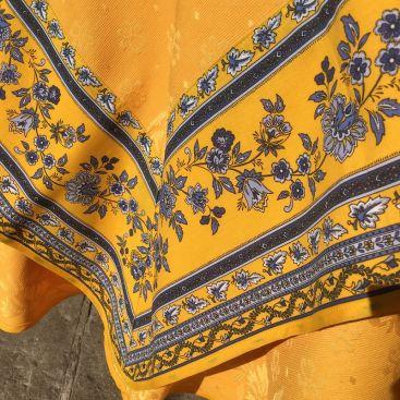 "Damask Jacquard tablecloth golden yellow, bordure ""Bastide"" yellow and blue"