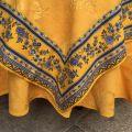 """Nappe rectangulaire damassée jaune or, bordure """"Bastide"""" jaune et bleue"""