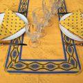 """Chemin ou carré de table damassé Delft jaune doré, bordure """"Avignon"""" jaune et bleu"""