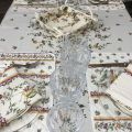 """Nappe provençale rectangulaire placée en coton """"Moustiers"""" rose fond écru, Tissus Toselli, Nice"""