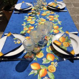 """Nappe provençale rectangulaire placée en coton enduit """"Citrons"""" bleu et jaune"""