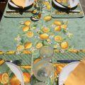 """Nappe provençale rectangulaire placée en coton enduit """"Citrons"""" vert et jaune"""