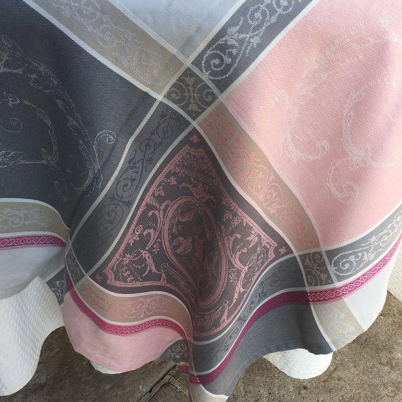 """Nappe carrée Jacquard """"Versailles"""" grise et rose, Tissus Toselli"""