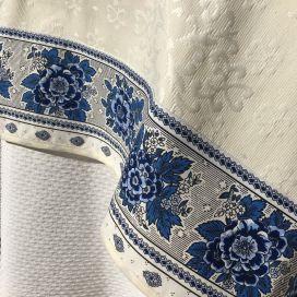 """Nappe carrée en Jacquard Delft écru, bordure """"Bastide"""" blanc et bleu"""