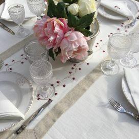 "Chemin de table lin et polyester ""Fleurs roses"" blanc bordure lin"