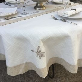 "Nappe ronde lin et polyester ""Cigale et olives"" blanc bordure lin"