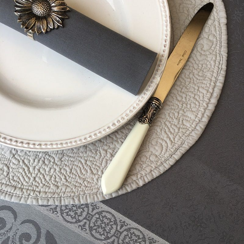 """Round table mats, Boutis fashion """"Mirabelle"""" grey by Sud-Etoffe"""