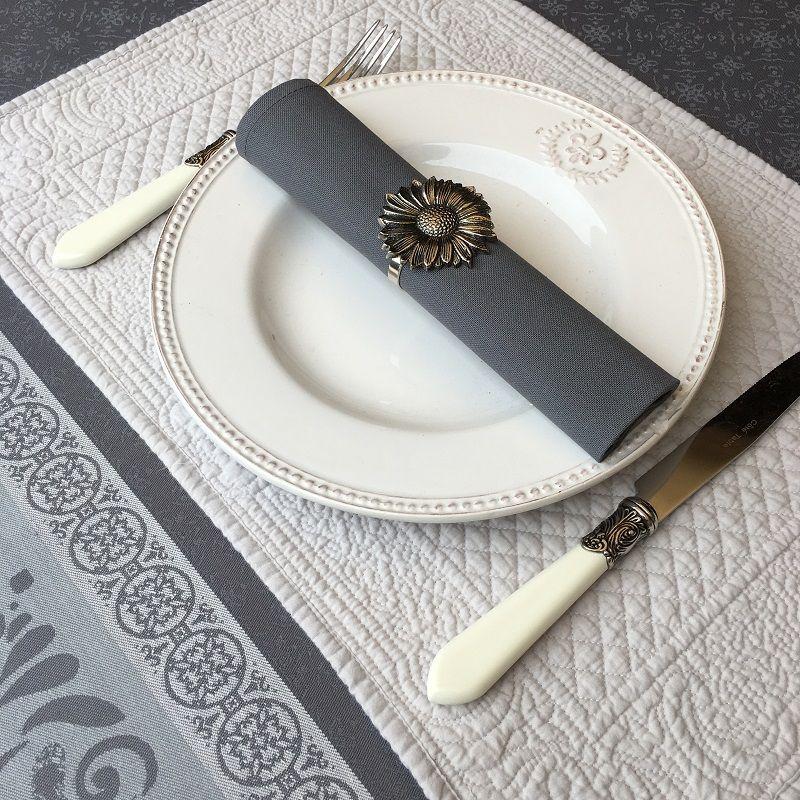 """Set de table en boutis """"Calliope"""" gris, Sud-Etoffe"""