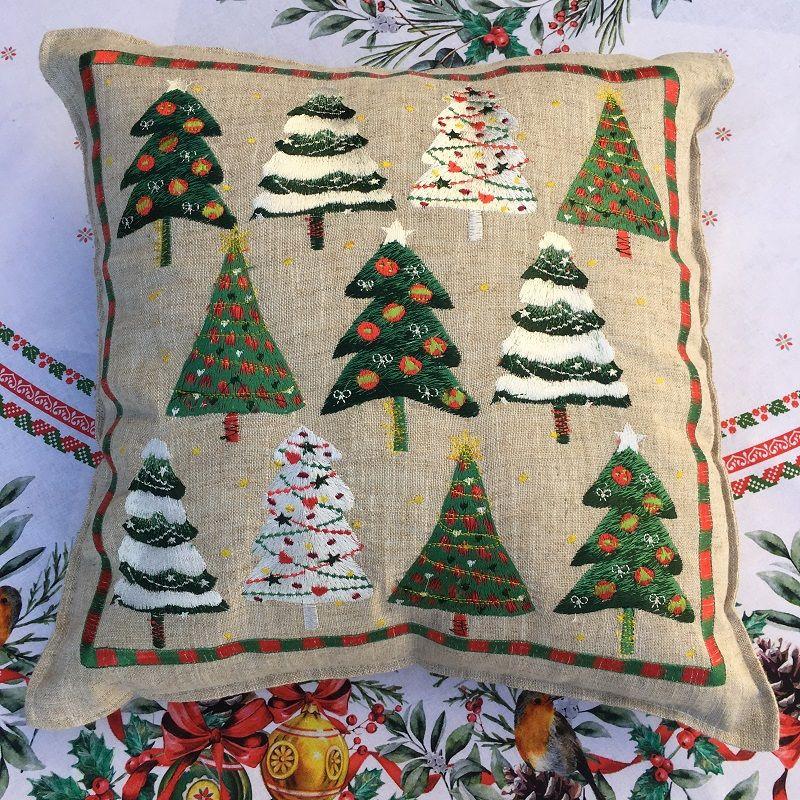"""Housse de coussin brodé """"Arbres de Noël"""" lin et polyester"""