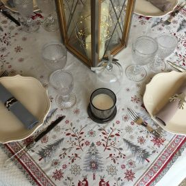 "Carré de table en Jacquard ""Vallée"" rouge et gris"