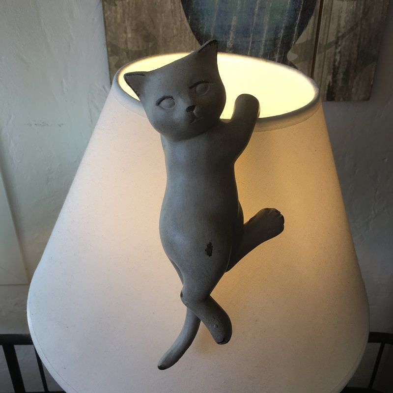 Resin beige cat for lampshade