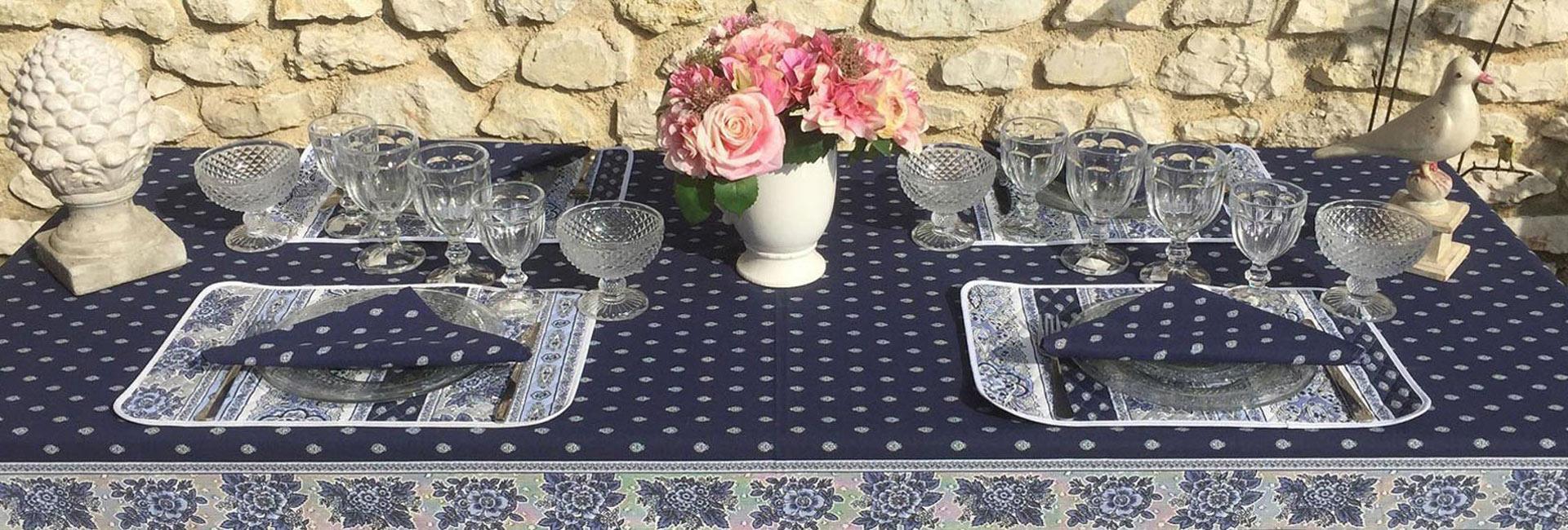 """Nappe provenale rectangulaire en coton """"Bastide"""" bleue et blanche Marat d'Avignon"""